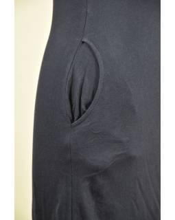 Tmavě modré šaty s kapucí/límcem, tříčtvrteční rukáv, potisk a výšivka mandaly