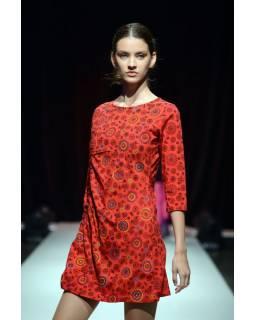 Červené šaty s tříčtvrtečním rukávem a celopotiskem mandal, sklady na boku, výši