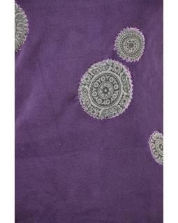 Švestkový mikinové šaty s kapucí a barevnými aplikacemi, V výstřih