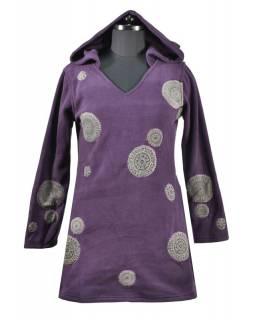Švestkové mikinové šaty s kapucí a barevnými aplikacemi, V výstřih