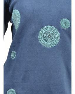 Tmavě modré mikinové šaty s kapucí a barevnými aplikacemi, V výstřih