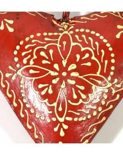 Závěsná dekorace - červené ručně malované srdce, kov, 11x3x11cm
