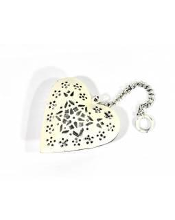 Závěsná dekorace - ručně vyřezané bílé srdce, kov, 11x3x12cm