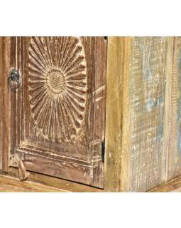 Komodka z antik teakového dřeva, ruční řezba, 46x36x72cm