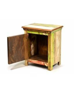 Noční stolek z antik teakového dřeva zdobený reliefy slonů, 46x35x61cm