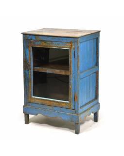 Prosklená skříňka s modrou patinou z antik teakového dřeva, 55x38x79cm