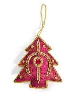 Ručně vyráběná vánoční ozdoba stromeček, růžový brokát, zdobená, 12x10cm
