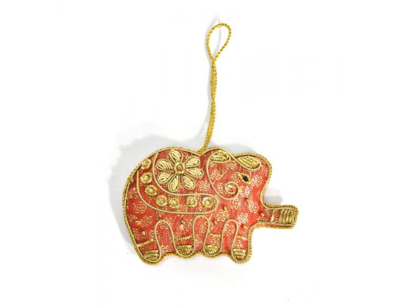 Ručně vyráběná vánoční ozdoba slon, červený brokát, zdobená, 9,5x6,5cm