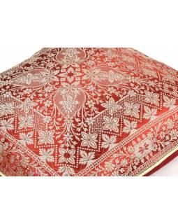 Červený saténový povlak na polštář s výšivkou , zip, 40x40cm