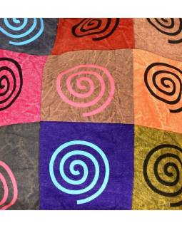 Multibarevná patchworková taška přes rameno s tiskem Spirála, kapsa, zip, 38x38c