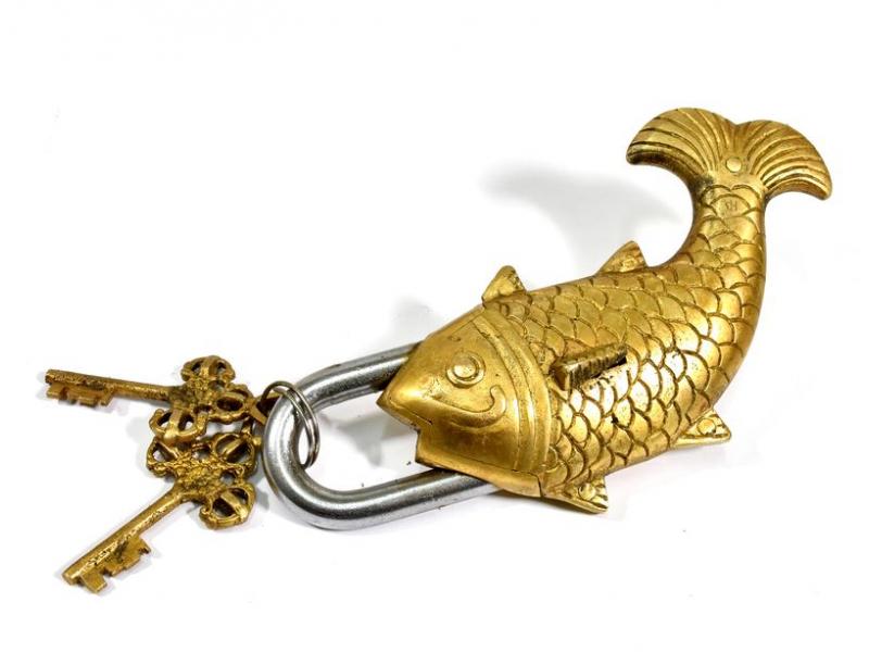 Visací zámek, velká ryba, mosaz, dva klíče ve tvaru dorje, 19cm