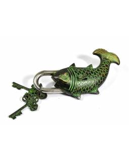 Visací zámek, ryba, zelená patina, mosaz, dva klíče ve tvaru dorje, 19cm