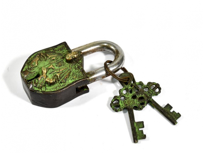 Visací zámek, Sai Baba, zelená patina mosaz, dva klíče ve tvaru dorje, 9cm