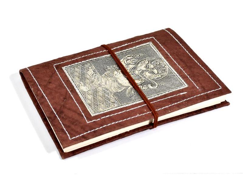 Notes vyrobený z ručního papíru, zdobený reliéfem Ganéši, 13x18cm