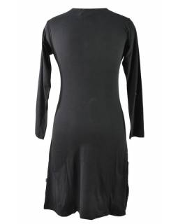 Černo-červené šaty s kapsami, mandalový potisk, V výstřih