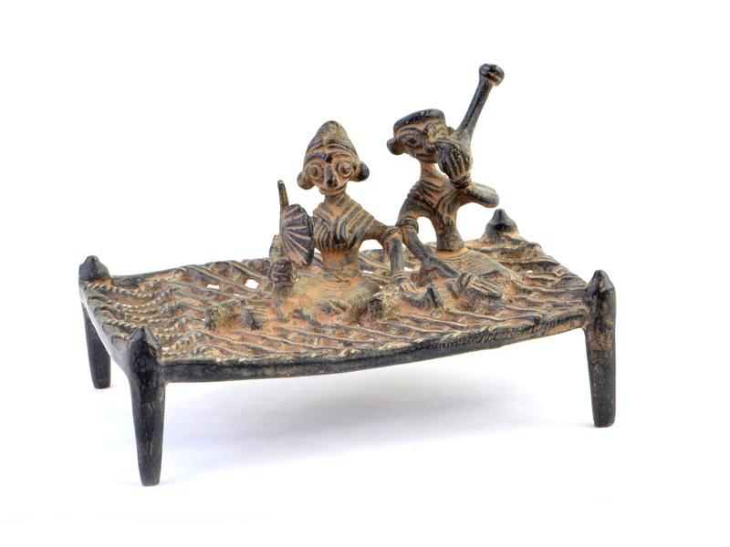"Soška postel, relax s dýmkou, ""Tribal Art"", mosaz, 14cm"
