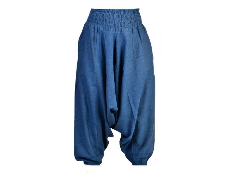 Tmavě modré kalhoty s žabičkováním v pase a kapsami