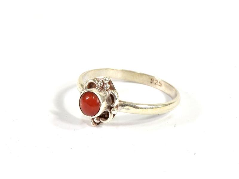 Stříbrný prsten vykládaný korálem, AG 925/1000, Nepál