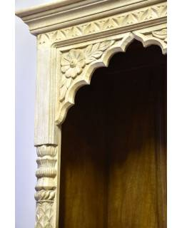 Knihovna z mangového dřeva, bílá patina, ruční řezby, 65x41x195cm