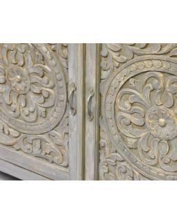 Komoda z mangového dřeva, ruční řezby, šedá patina, 123x43x91cm