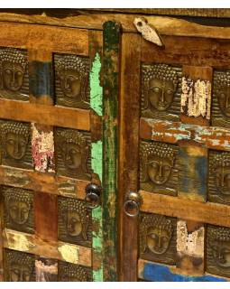 Komoda z antik teakového dřeva, zdobená mosaznými Buddhy, 77x41x104cm