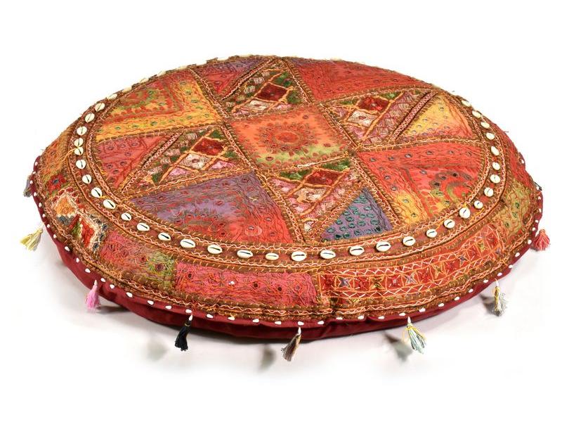 """Červený meditační polštář, """"Antik"""" z Rajastanu, zrcátka, mušličky, 85x20cm"""