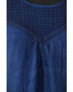 Krátké tmavě modré šaty s rukávkem, krajka, výšivka