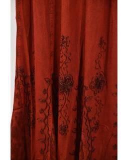 Dlouhá sukně s výšivkou, pružný pas, červená