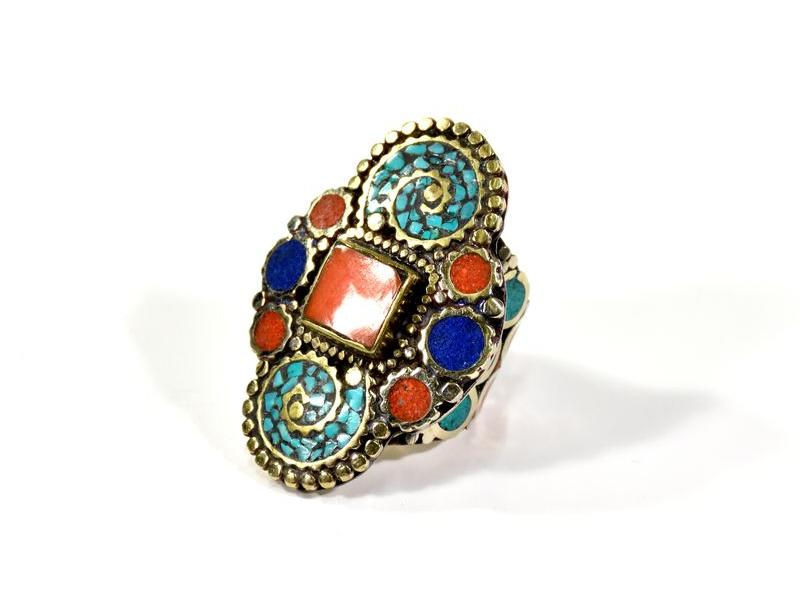 Masivní prsten vykládaný pohodrahokamy, tibetský design, ruční práce vel.60