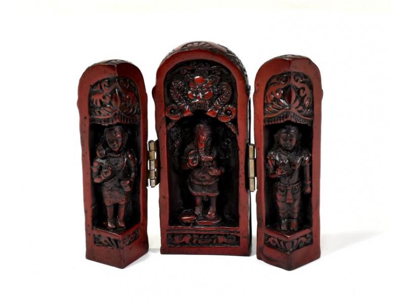 Ganesh, cestovní oltář, červeno hnědý, pryskyřice, 11 cm