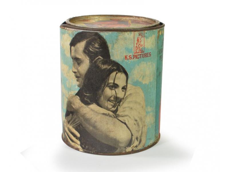 """Antik plechová krabice  """"K.S.Pictures"""", kulatá, průměr 14cm, výška,16cm"""