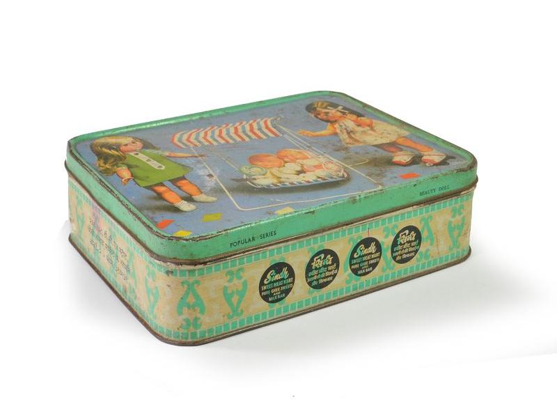 Antik plechová krabice, panenky, 20x15x6cm