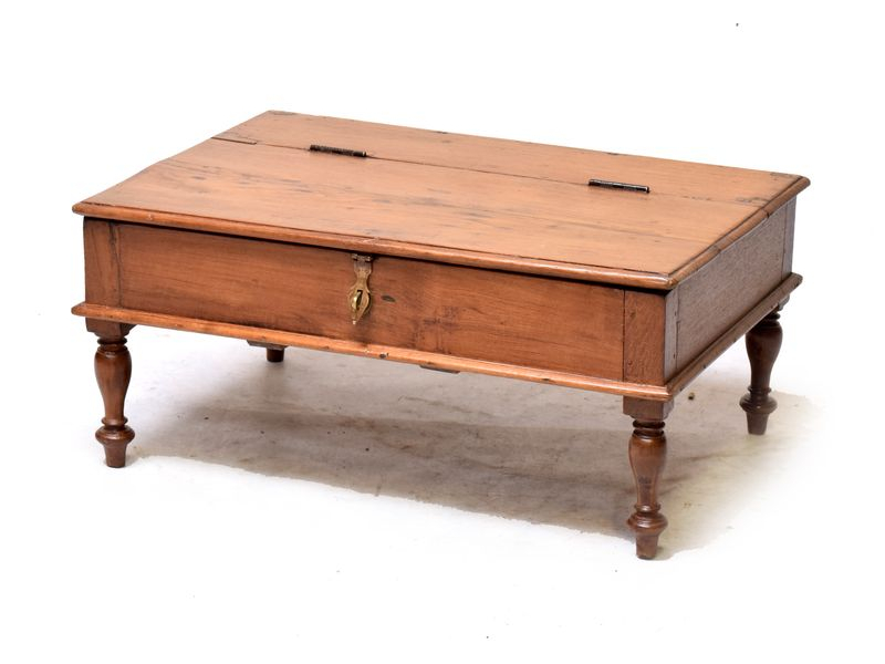 Starý kupecký stolek z teakového dřeva, 76x54x34cm