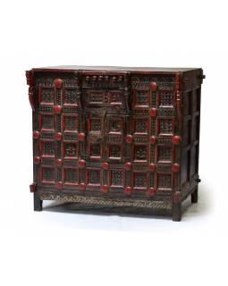 Stará komoda z teakového dřeva, zdobená ručními řezbami, 121x66x111cm