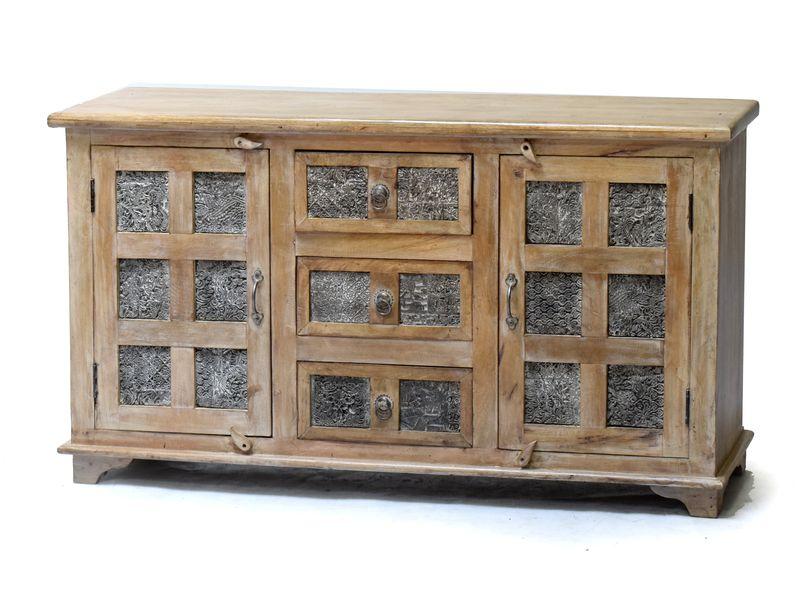 Komoda z teakového dřeva, zdobená starými raznicemi na textil., 136x36x75cm
