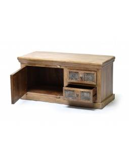 Komoda z teakového dřeva, zdobená starými raznicemi na textil, 112x46x55cm