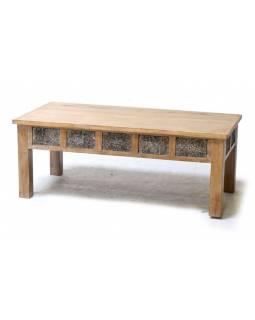 Konferenční stolek z teakového dřeva zdobený starými raznicemi, 120x60x45cm