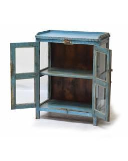 Prosklená skříň z teakového dřeva, modrá patina, 71x40x92cm