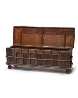 Stará truhla z teakového dřeva, zdobená železným kováním, 150x45x52cm