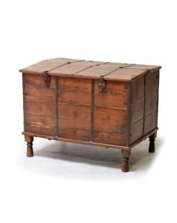 Stará truhla z teakového dřeva, zdobená železným kováním, 84x60x63cm