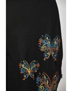 Černé šaty na ramena, krátký rukáv,  barevná výšivka motýl