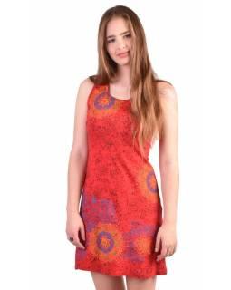 Krátké červené šaty bez rukávu, barevný potisk mandala