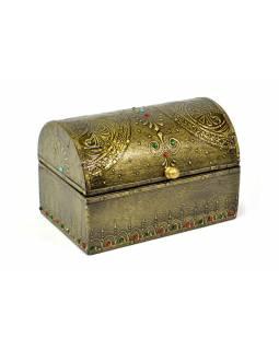 Dřevěná truhlička zdobená mosazným kováním, kamínky, 15x10x10cm