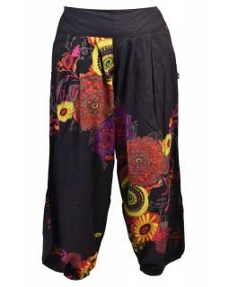 Černé balonové kalhoty s potiskem květin, pružný pas a kapsy