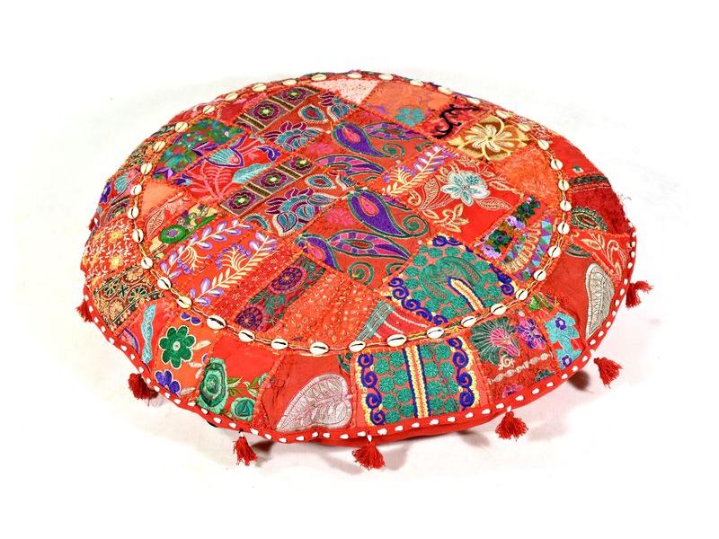 Červený meditační polštář, ručně vyšívaný Kutch Design, kulatý, 75x25cm