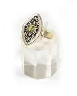 Stříbrný prsten vykládaný peridotem, AG925