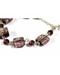Náramek s fialovými skleněnými korálky, spirálky, stříbrný kov