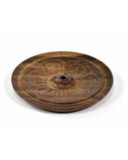 Dřevěný vyřezávaný stojánek na tyčinky, tmavý, prům 9cm