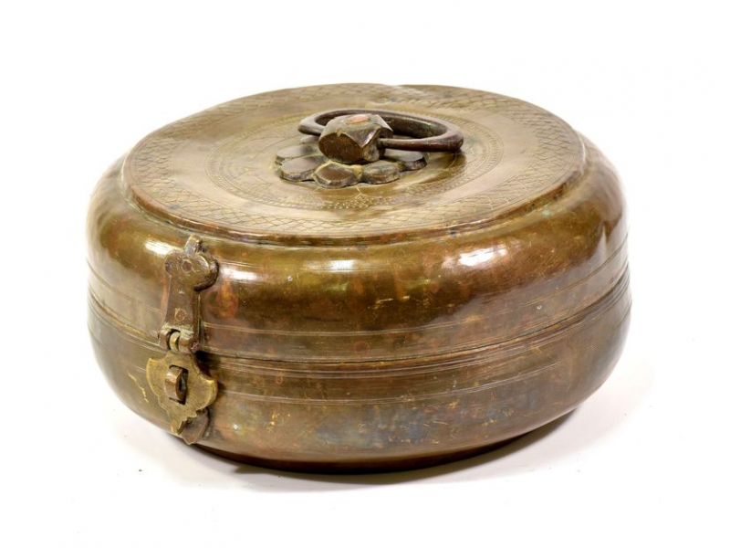 Stará kovová nádoba s víkem, ručně tepaná, 22x22x10cm