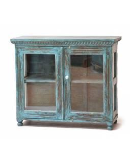 Prosklená skříňka z teakového dřeva, tyrkysová patina, 104x39x88cm